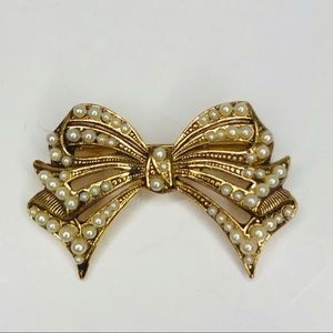 Paquette Brooch Pin Goldtone Bow Faux Pearl Vtg